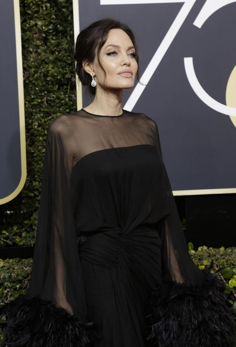 angelina-jolie-golden-globe-awards-2018-1