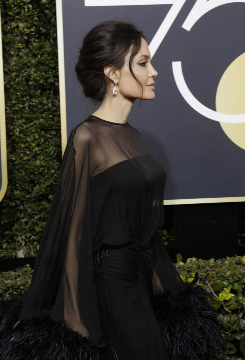 angelina-jolie-golden-globe-awards-2018-2