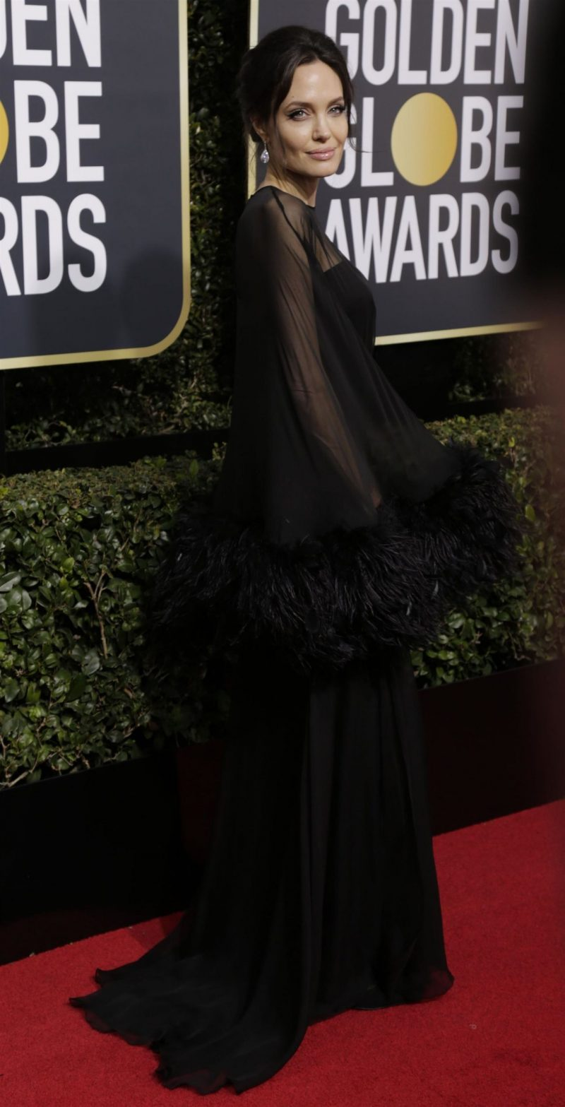 angelina-jolie-golden-globe-awards-2018-4