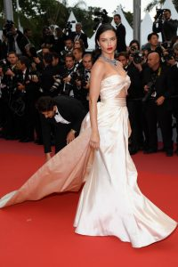 Adriana+Lima+Burning+Beoning+Red+Carpet+Arrivals+Ciw9-wt9NKPx