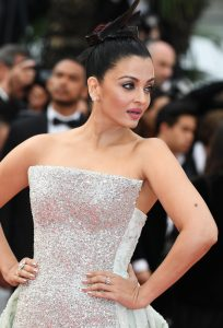 Aishwarya+Rai+Sink+Swim+Le+Grand+Bain+Red+VGMdDfm4FNix
