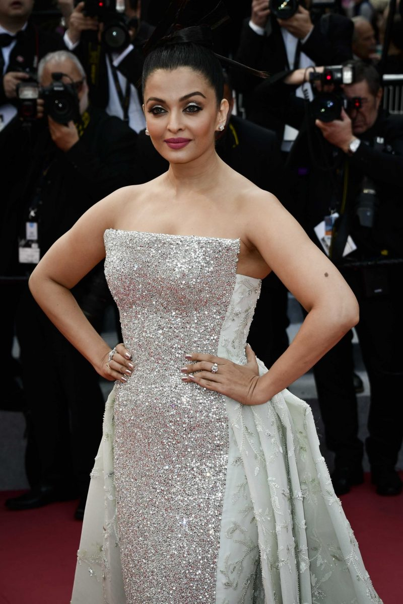 aishwarya-rai-bachchan-sink-or-swim-red-carpet-in-cannes-7