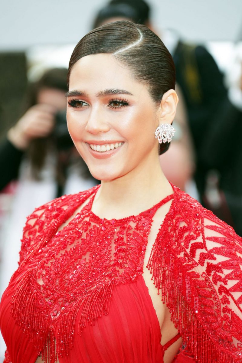 araya-hargate-everybody-knows-premiere-and-cannes-film-festival-2018-opening-ceremony-4