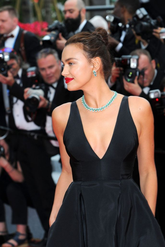 irina-shayk-yomeddine-red-carpet-at-cannes-film-festival-2018-1