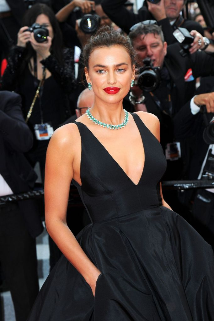 irina-shayk-yomeddine-red-carpet-at-cannes-film-festival-2018-3