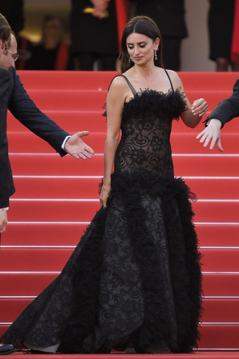 penelope-cruz-everybody-knows-premiere-and-cannes-film-festival-2018-opening-ceremony-9