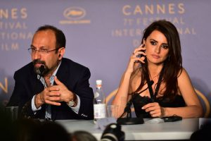 penelope-cruz-everybody-knows-press-conference-at-cannes-film-festival-2