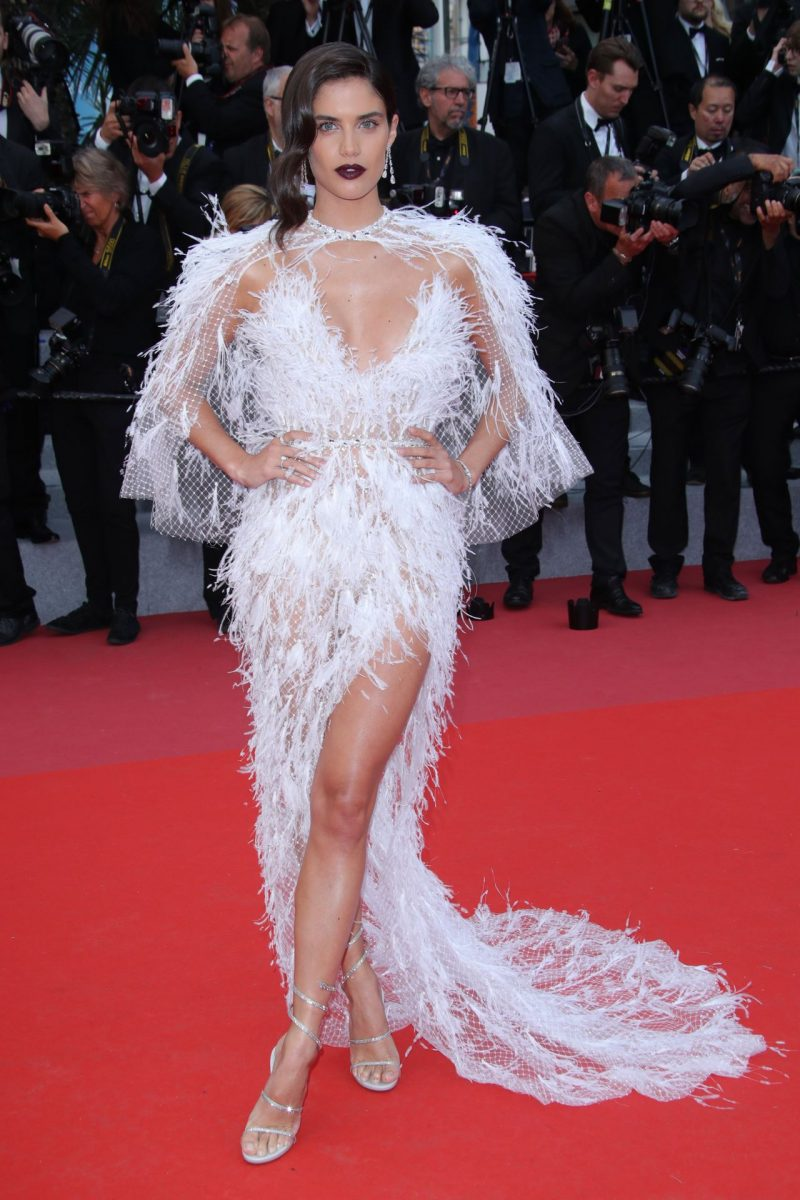 sara-sampaio-solo-a-star-wars-story-red-carpet-in-cannes-11