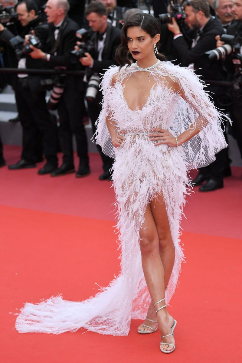 sara-sampaio-solo-a-star-wars-story-red-carpet-in-cannes-2