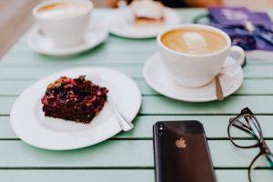 drinking-coffe-iphone