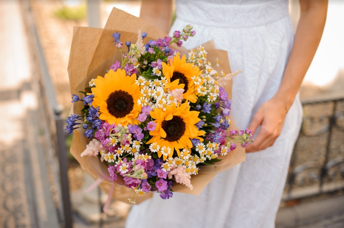 A Simple Guide in Choosing the Right Flowers to Decorate